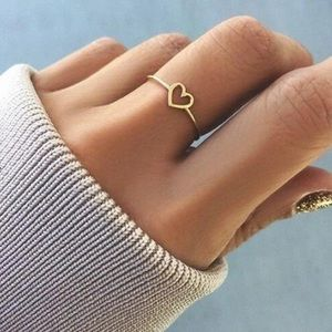 Jewelry - Dainty Rose Gold Heart Ring